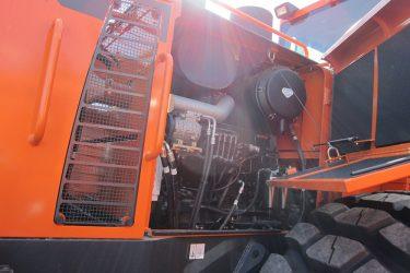 Doosan DL 120 Wheel loader Valve Installation Engine View